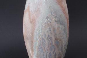 Vase aus fein geschlämmter Porzellanmasse, Feuerseitig intensive Reduktionsspuren