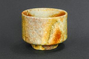 Matcha-Teeschale, rote Shino-Glasur