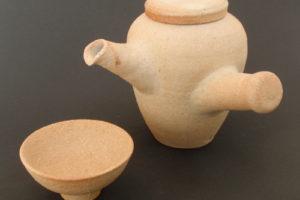 Seitengriff-Teekanne aus hellem Kaolinton (yakishime)