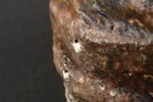 Kleine Vase geschnitten - grober Ton aus dem Waldviertel, Steinausschmelzung (ishihaze)